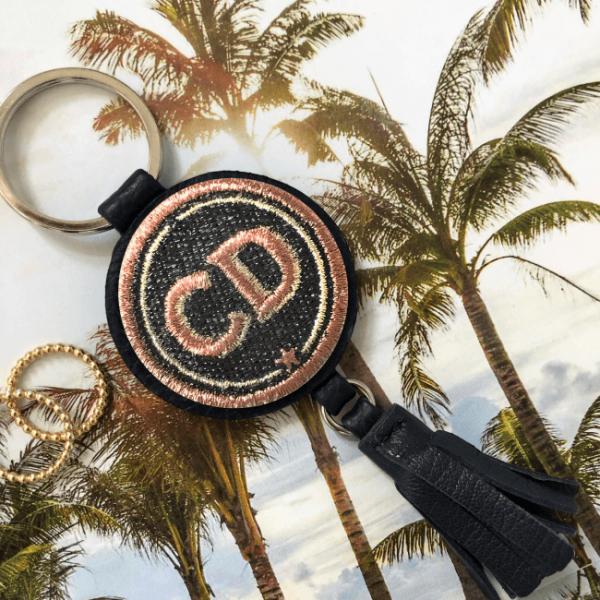 Schlüsselanhänger INITIALEN · grau/metallic · mit Tassel · personalisierbar