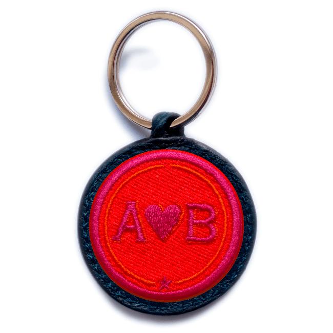 Schlüsselanhänger Love · rot/pink · personalisierbar