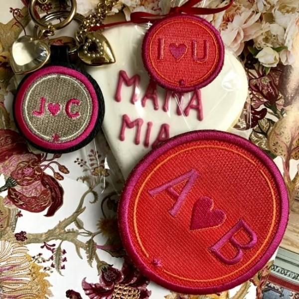 Label LOVE · 9cm · rot/pink · personalisierbar