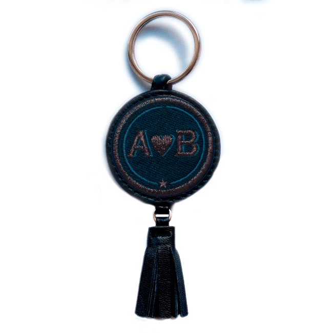 Schlüsselanhänger Love · anthrazit metallic/marine · mit Tassel · personalisierbar